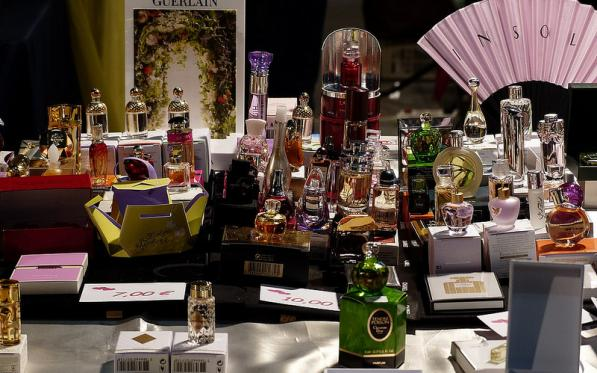 National fair for perfumes, postcards, antiquities, quality secondhand trade and collections